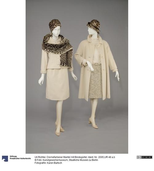 Cremefarbener Mantel Mit Bindegurtel Kunstgewerbemuseum Museum